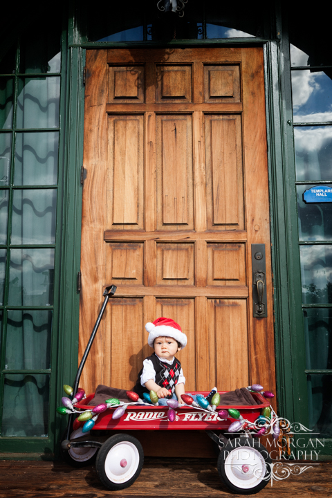 Holiday-Family-Portraits-Cute-Baby-photo-in-Old-Poway-Park-Hong