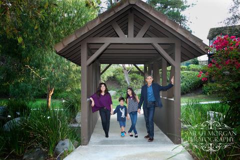 Casual-family-portrait-on-bridge-Tarsa