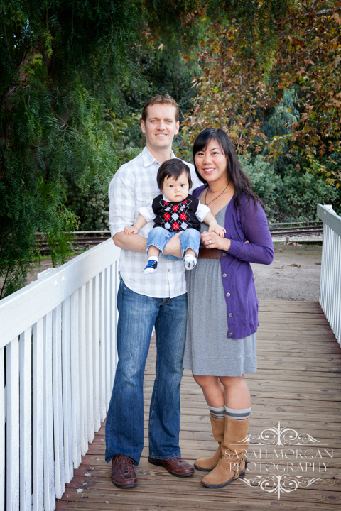 Holiday-Family-Portraits-Christmas-Family-Portraits-in-Old-Poway-Park-Hong