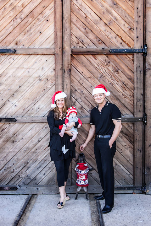 Cute-Holiday-Family-Portrait-in-Old-Poway-Park